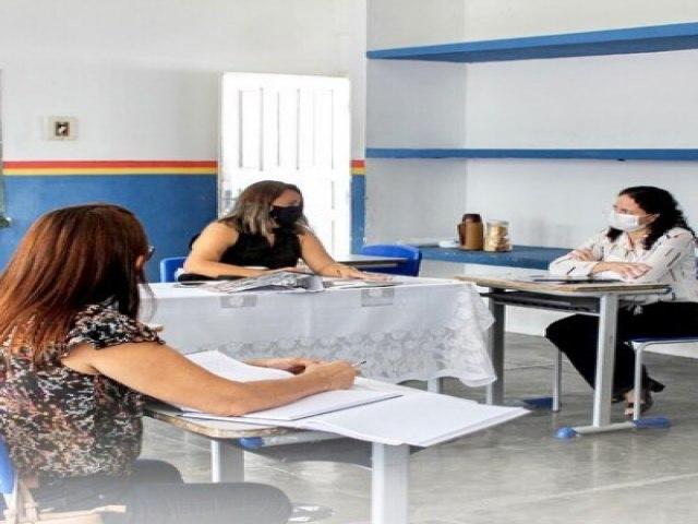 Serrita: Secretaria de Educação realiza reunião sobre volta das aulas presenciais