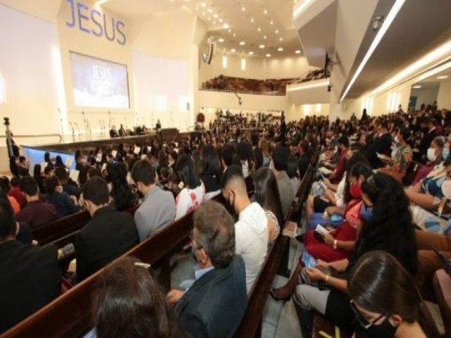 Igrejas na pandemia: Paulo Câmara vai sancionar lei que classifica templos como serviços essenciais